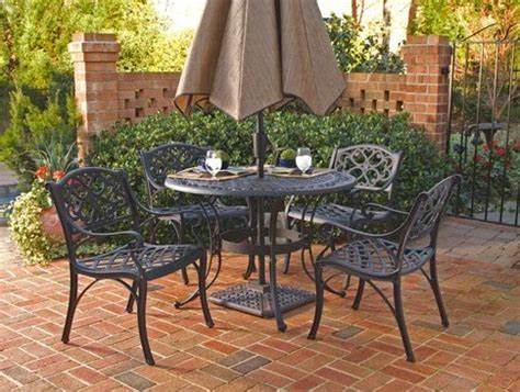 The Magic of Outdoor Dining